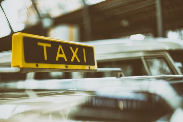 taxi, rozwożenie gości
